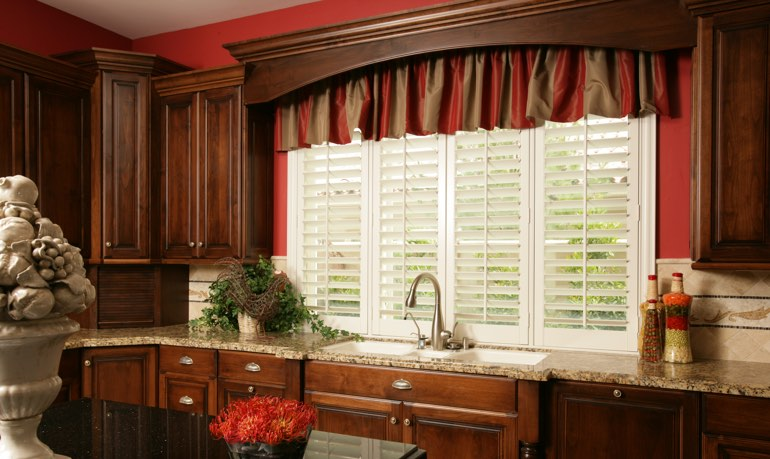 Kingsport kitchen shutter and cornice valance