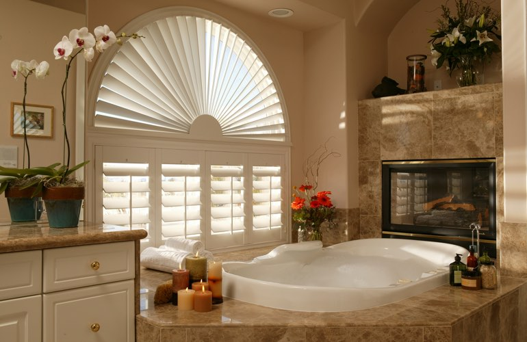 Sunray shutters in a Kingsport bathroom.